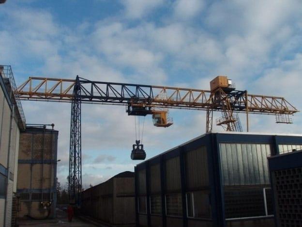 Inspectie Aumund-grijperportaalkraan in de betonindustrie