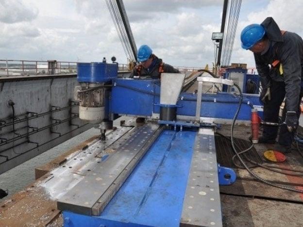 Reparatie railovergang klap grijperbrugkraan Stork